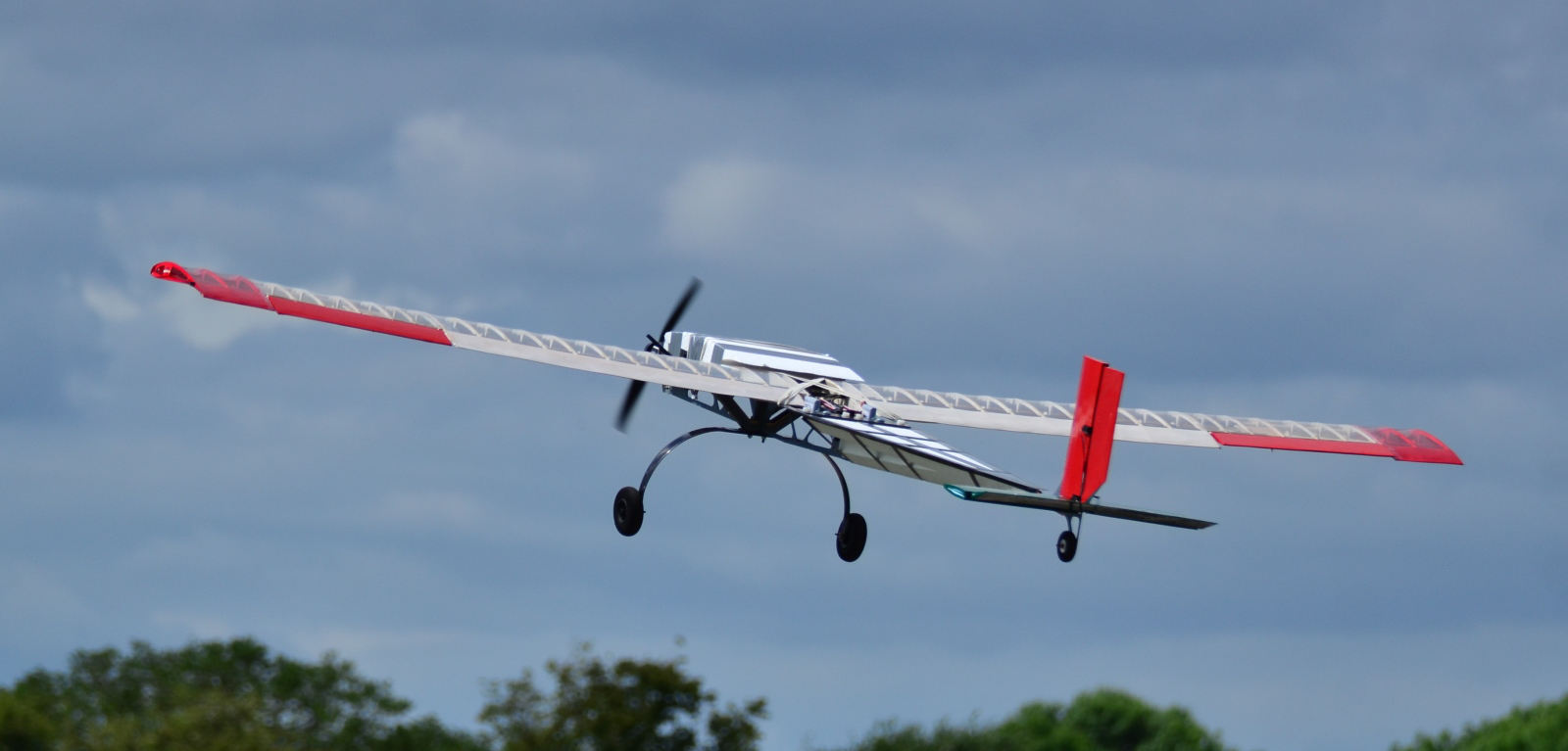 Flying model aircraft