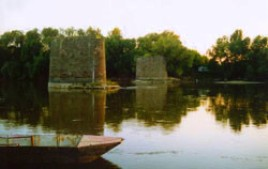 The former bridge over the river Maros was knocked down by withdrawing German troops in WWII. The memento can still be seen after 60 years, although plans have been made for reconstruction. The bridge would serve as an important route between a regional triangle touching Romania, Hungary and the Serb Republic. Photo and comment courtesy of Aron Kuthi and Attila Lambert (2005).