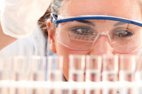 Image of a BSc student in the laboratory